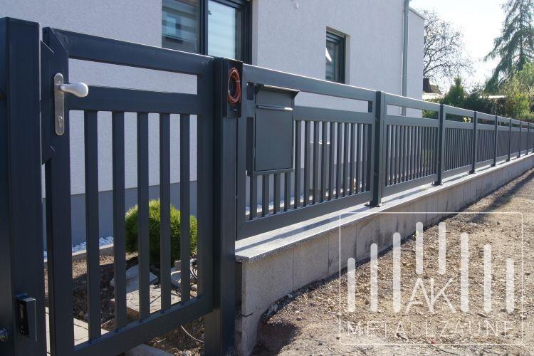 ak metallz une z une aus polen frankfurt modern zaun anthrazit struktur matt. Black Bedroom Furniture Sets. Home Design Ideas